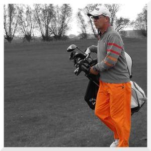 Stephan in Oranger Hose